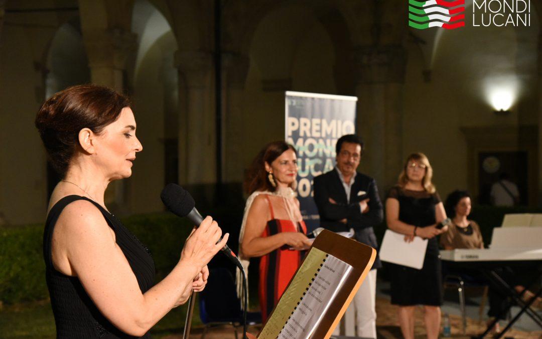 """Mondi Lucani: l'evento """"Officine Creative. Scrittura a viva voce"""" unisce i Lucani nel Mondo con la poesia. Il video"""